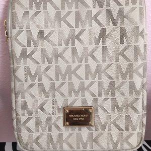 Michael Kors Tablet Case - Vanilla